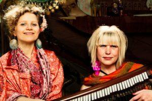 Ida&Louise med klaver